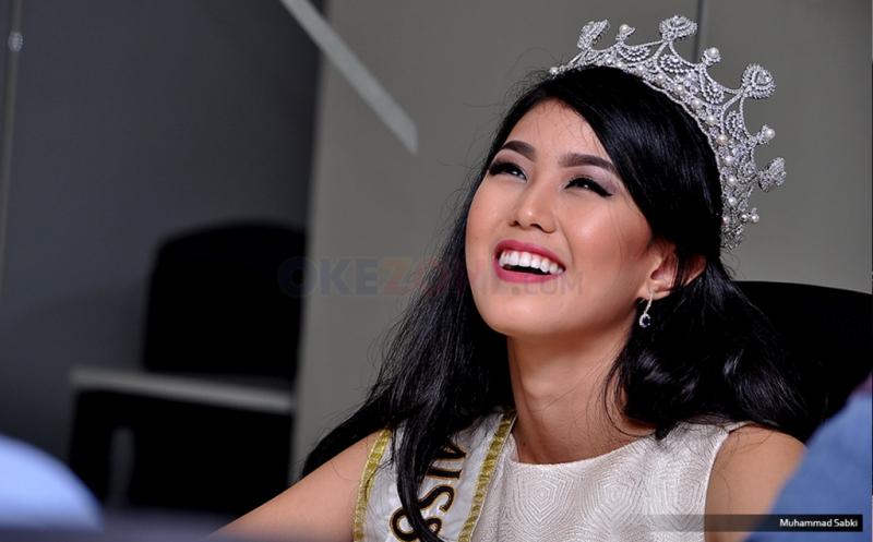 https: img-z.okeinfo.net content 2018 02 12 194 1858559 natasha-mannuela-jadi-juri-di-malam-puncak-miss-indonesia-2018-CblqYtFpzm.jpg