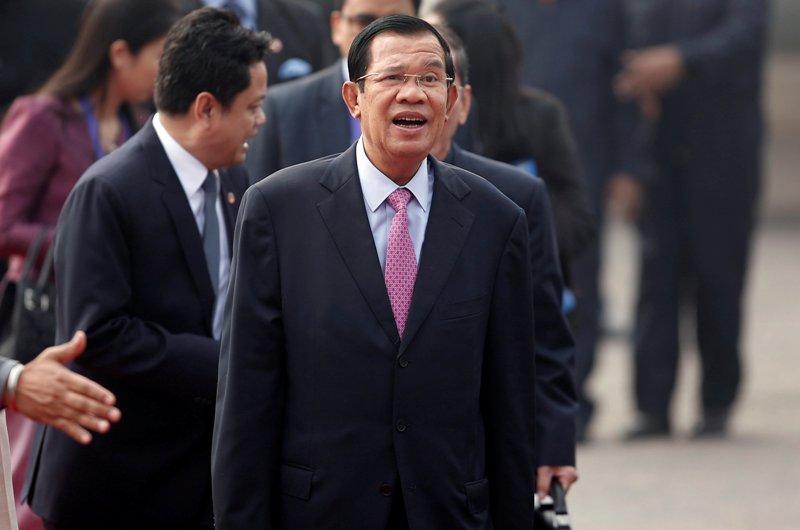 https: img-z.okeinfo.net content 2018 02 13 18 1858923 dituduh-gunakan-facebook-untuk-tipu-rakyat-pm-kamboja-dia-gila-dan-bodoh-IJINZK1Oqx.JPG