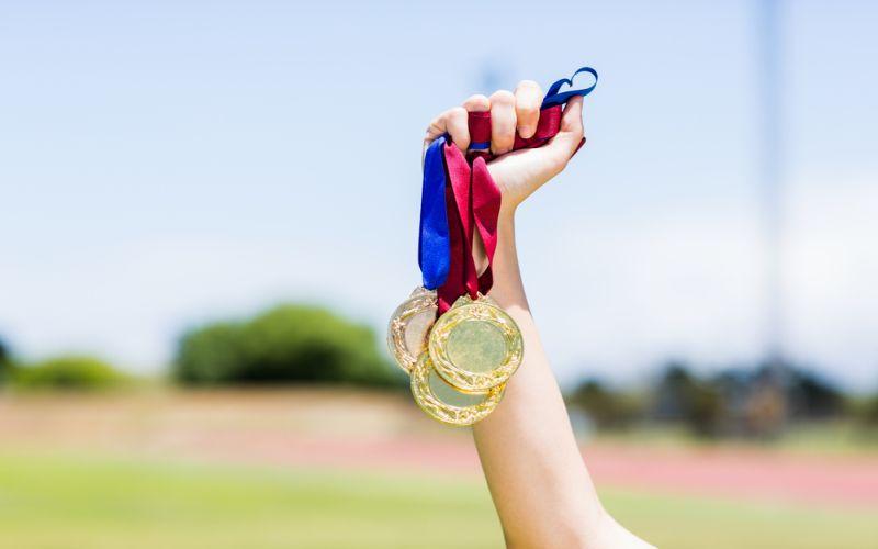 https: img-z.okeinfo.net content 2018 02 13 65 1858861 mahasiswa-uns-raih-medali-emas-dalam-kompetisi-internasional-di-bangkok-zGe4burDn7.jpg