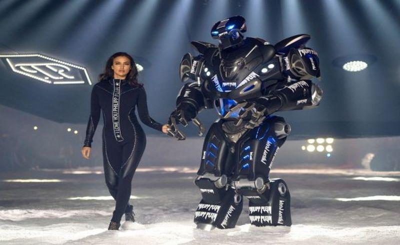 https: img-z.okeinfo.net content 2018 02 14 194 1859272 keren-ada-robot-berjalan-di-catwalk-new-york-fashion-week-seperti-apa-penampilannya-YYU1bRXcH9.jpg