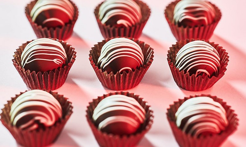 https: img-z.okeinfo.net content 2018 02 14 298 1859637 ini-alasan-mengapa-hari-valentine-selalu-identik-dengan-cokelat-dan-pink-AhBRagDND1.jpg