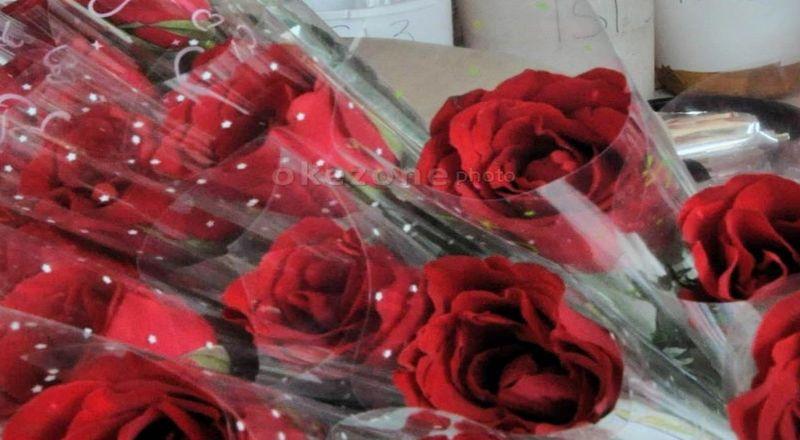 https: img-z.okeinfo.net content 2018 02 14 320 1859542 hari-valentine-bikin-omzet-pedagang-bunga-naik-40-iH5goLycye.jpg