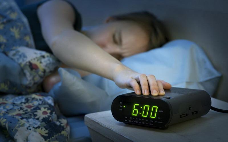 https: img-z.okeinfo.net content 2018 02 14 481 1859269 jangan-pilih-snooze-saat-alarm-berbunyi-bahaya-kesehatan-mengancam-QMIwwhpboy.jpg