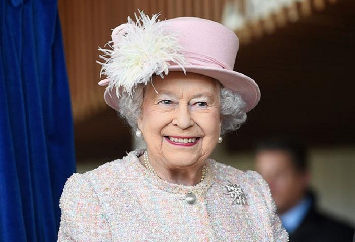 https: img-z.okeinfo.net content 2018 02 15 196 1860170 ratu-elizabeth-ii-larang-penggunaan-plastik-di-lingkungan-kerajaan-inggris-otj1tAE02k.jpg