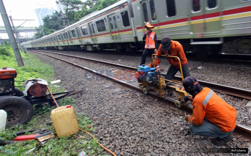 https: img-z.okeinfo.net content 2018 02 15 320 1860317 kemenhub-reaktivasi-jalur-kereta-yogyakarta-magelang-yang-tertidur-40-tahun-BXEHo95TeM.jpg