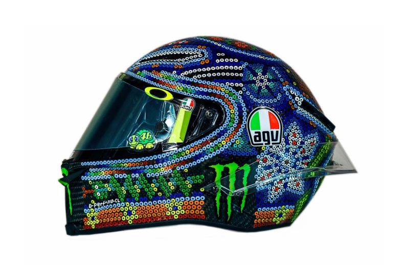 https: img-z.okeinfo.net content 2018 02 15 38 1859811 rossi-dapat-inspirasi-dari-kesenian-meksiko-untuk-desain-helm-barunya-Dg3BKzOXla.jpg