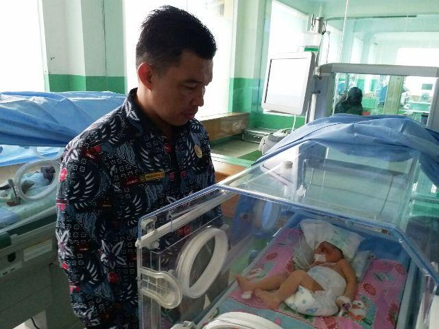 https: img-z.okeinfo.net content 2018 02 21 340 1862910 bayi-cantik-fatimah-lahir-tanpa-tempurung-kepala-bkI5TRiobV.jpeg