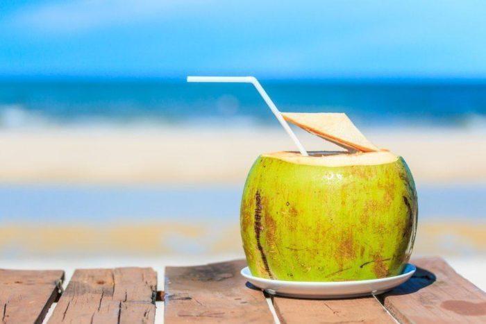 https: img-z.okeinfo.net content 2018 02 24 481 1864130 minum-air-kelapa-dapat-memperlancar-haid-mitos-atau-fakta-xrzmiqxJtQ.jpg