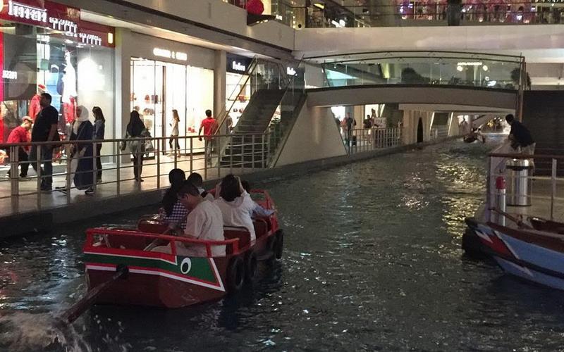 https: img-z.okeinfo.net content 2018 02 26 406 1864690 tak-perlu-ke-venesia-untuk-naik-gondola-cukup-kunjungi-singapura-saja-sih5pLIxbU.jpg
