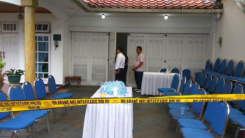 Olah TKP di kediaman mantan Wakapolda Sumut, di Malang, Jawa Timur. (Foto: Avirista Midaada/Okezone)