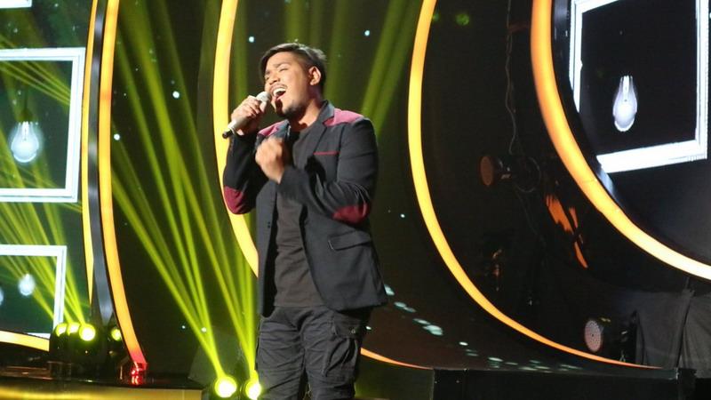 https: img-z.okeinfo.net content 2018 02 27 598 1865171 abdul-berhasil-bikin-5-juri-terpesona-di-pembukaan-top-8-indonesian-idol-yAO6ecbw51.jpg