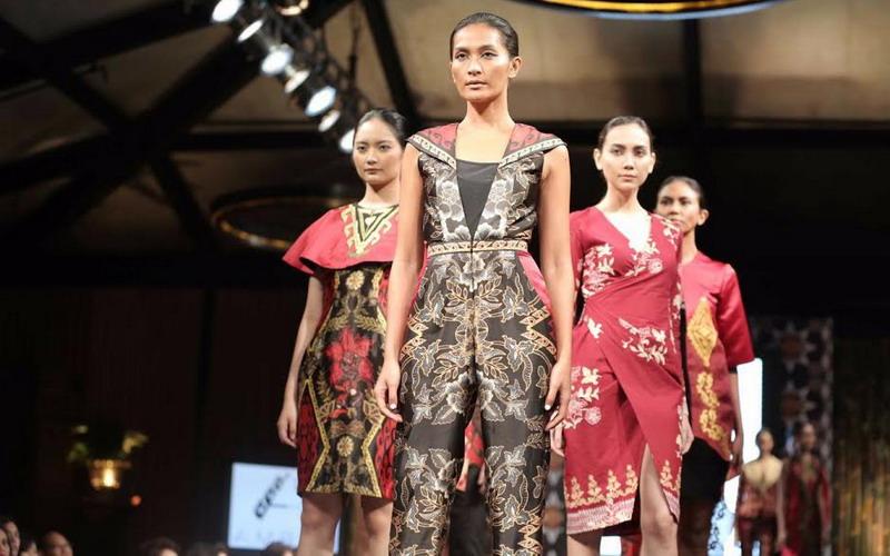 https: img-z.okeinfo.net content 2018 03 01 194 1866505 pameran-batik-jadi-surganya-belanja-bagi-wisatawan-3pneWcvItk.jpg