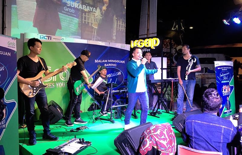 https: img-z.okeinfo.net content 2018 03 04 598 1867741 nostalgia-ihsan-tarore-nyanyikan-lagu-indonesian-idol-di-meet-greet-yogyakarta-iAdgHSivl2.jpg
