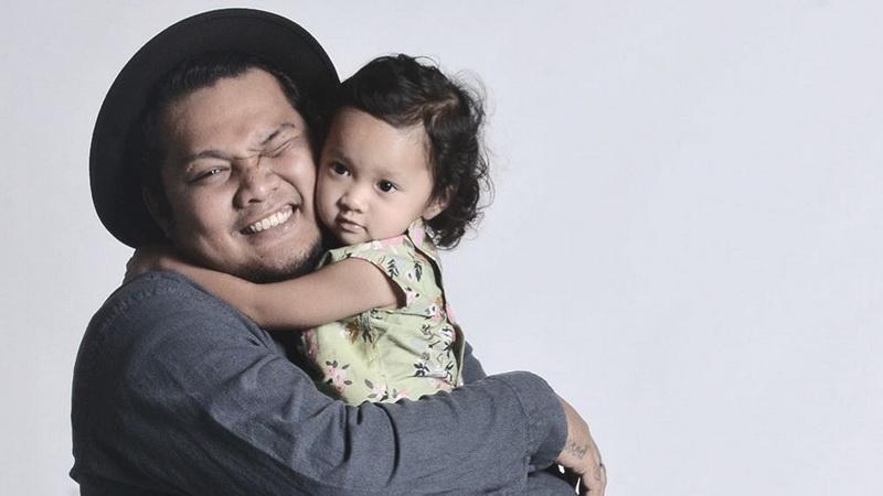 https: img-z.okeinfo.net content 2018 03 08 33 1869929 mimpi-anak-meninggal-alasan-virgoun-semakin-dekat-dengan-tuhan-Qe47lSRkjW.jpg