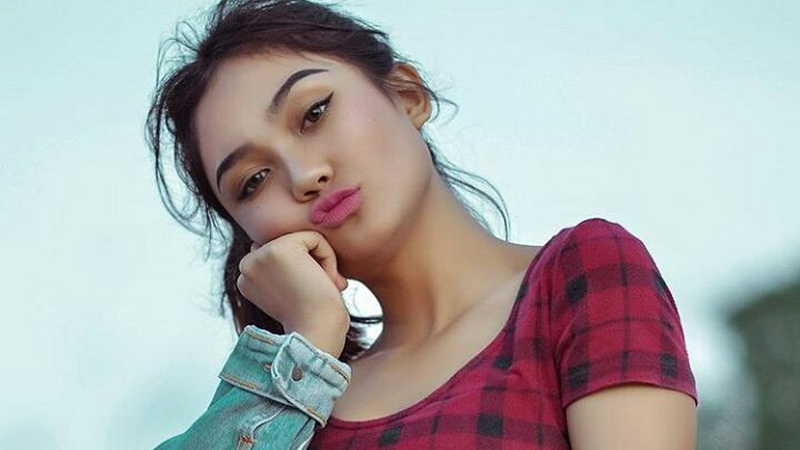 https: img-z.okeinfo.net content 2018 03 08 598 1869748 spesial-marion-jola-dapat-mawar-merah-di-galeri-investasi-idol-2017-5kNPYC59r3.jpg