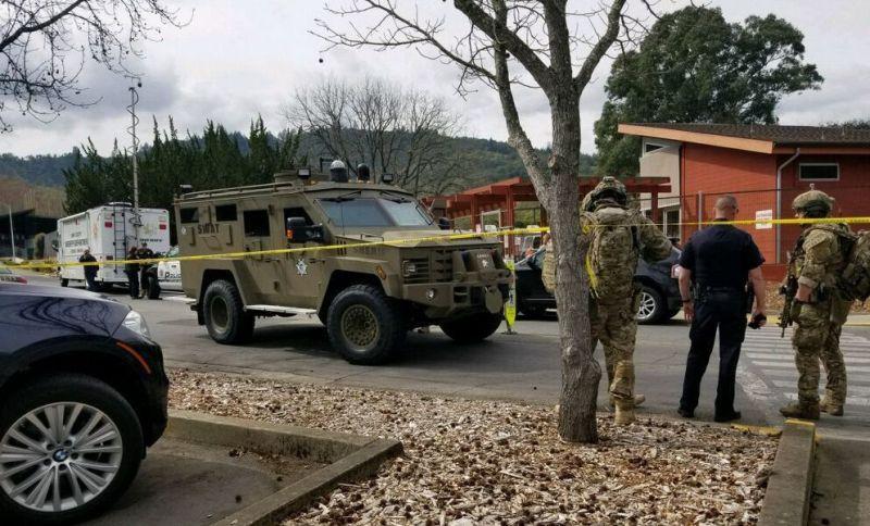 https: img-z.okeinfo.net content 2018 03 10 18 1870644 pria-bersenjata-lepaskan-30-tembakan-dan-sandera-3-orang-di-california-CzZtVmZMmI.jpg