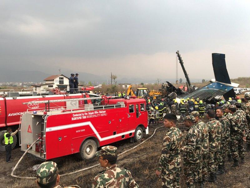 https: img-z.okeinfo.net content 2018 03 12 18 1871633 pesawat-maskapai-bangladesh-jatuh-di-nepal-50-orang-tewas-YkxrVm7n3P.JPG
