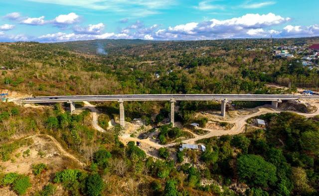 https: img-z.okeinfo.net content 2018 03 12 406 1871175 jembatan-petuk-kupang-menyimpan-pemandangan-alam-menakjubkan-VYrvfnZ7zk.jpeg