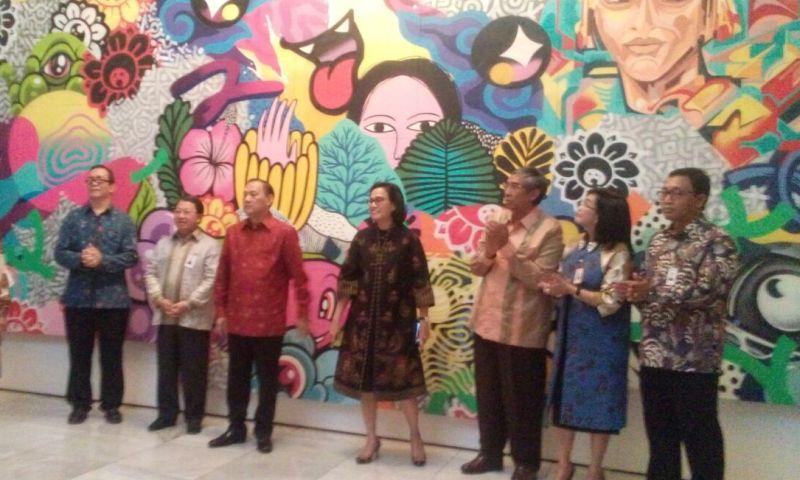 https: img-z.okeinfo.net content 2018 03 13 20 1872037 dalam-pertemuan-imf-world-bank-sri-mulyani-kenalkan-keberagaman-indonesia-lewat-seni-lukis-vbUUhAu6tV.jpg