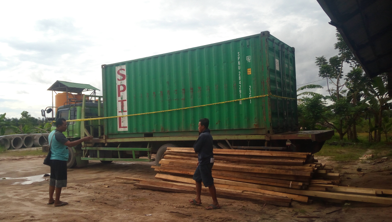 https: img-z.okeinfo.net content 2018 03 14 340 1872620 mobil-tertimpa-truk-kontainer-warga-sampit-tewas-seketika-g8L9fvpwFO.png
