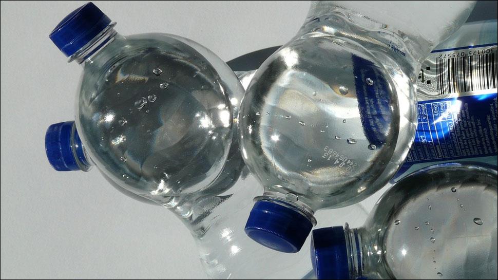 https: img-z.okeinfo.net content 2018 03 18 481 1874524 air-minum-kemasan-ternama-tercemar-mikroplastik-ini-bahayanya-jika-sering-dikonsumsi-jRo1NqpmHy.jpg
