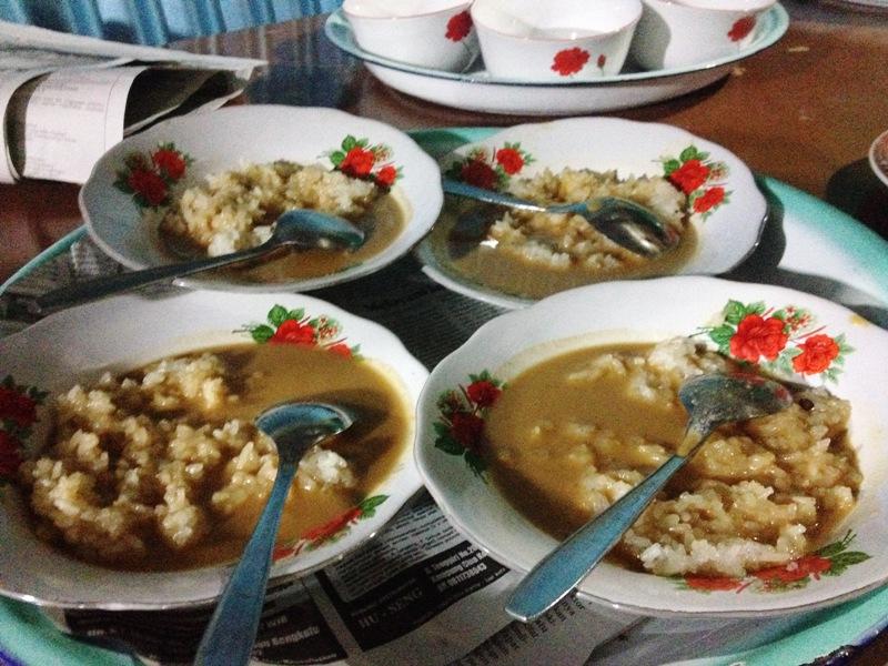 https: img-z.okeinfo.net content 2018 03 23 298 1876899 tradisi-malam-makan-ketan-suku-lembak-bengkulu-sebelum-resepsi-pernikahan-01iTgLvv88.jpg