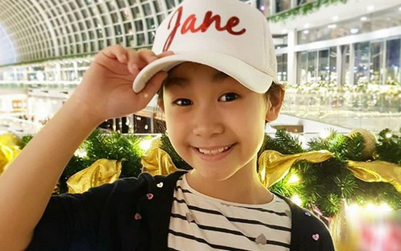 https: img-z.okeinfo.net content 2018 03 23 33 1877244 penyanyi-jebolan-the-voice-kids-raih-1st-grand-champion-asia-pacific-arts-festival-2018-YWh5cy1MB6.jpg