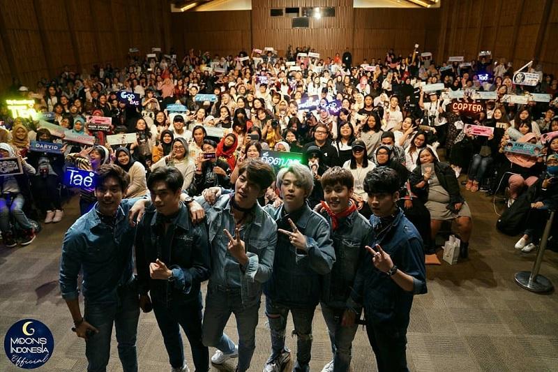 https: img-z.okeinfo.net content 2018 03 26 33 1878146 6-aktor-thailand-rayakan-white-day-dengan-fans-indonesia-1WRS0fmXFg.jpg