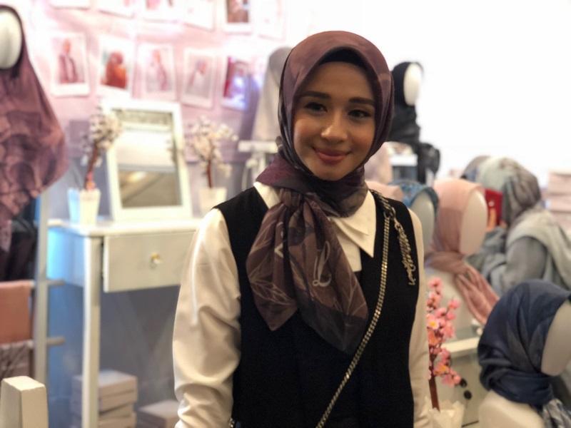 https: img-z.okeinfo.net content 2018 03 28 194 1879247 bisnis-hijab-laudya-cynthia-bella-ceritakan-filosofi-setiap-koleksinya-2iMrJh6LRT.jpg