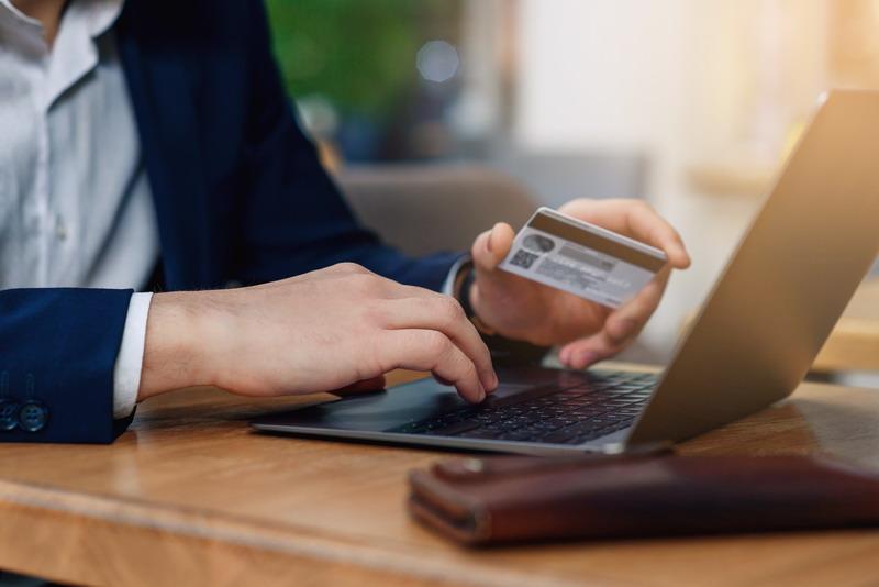https: img-z.okeinfo.net content 2018 03 28 320 1878855 4-tanda-pemakaian-kartu-kredit-anda-mulai-berbahaya-m51Kpu5Qmy.jpg