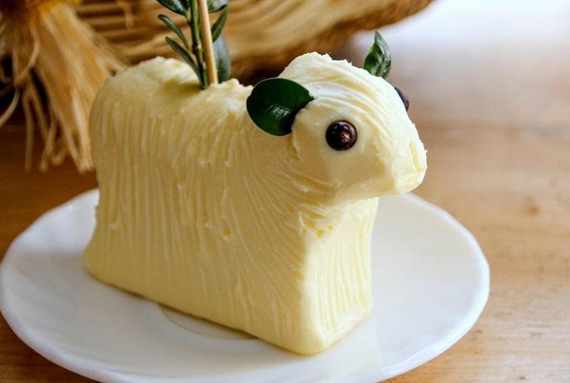 https: img-z.okeinfo.net content 2018 03 30 298 1880154 5-tradisi-makanan-paskah-unik-di-dunia-mentega-kambing-salah-satunya-c2gVITmLXU.jpg