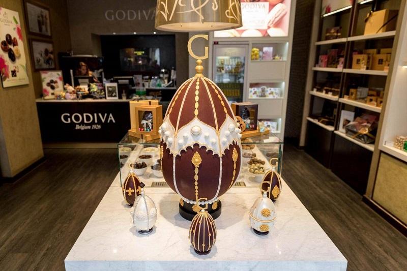 https: img-z.okeinfo.net content 2018 03 30 298 1880165 ini-wujud-cokelat-telur-paskah-raksasa-seharga-rp96-7-jutaan-APFHlSEGch.jpg