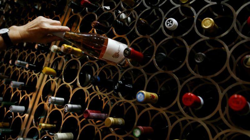 https: img-z.okeinfo.net content 2018 04 05 320 1882386 perang-dagang-as-china-ekspor-wine-california-gagal-kirim-dan-ancam-100-000-ha-anggur-459csKVtYg.jpg