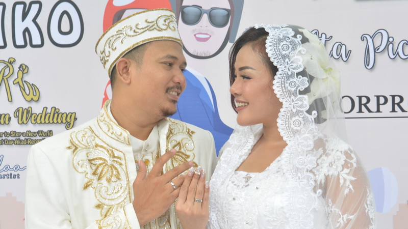 https: img-z.okeinfo.net content 2018 04 08 33 1883855 chef-aiko-resmi-menikah-dengan-saugi-balfas-DAXKp2W7km.jpg