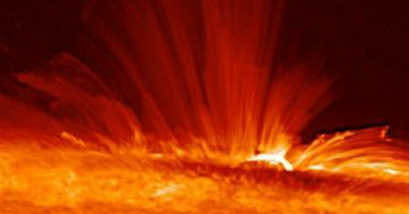 https: img-z.okeinfo.net content 2018 04 08 56 1883815 lidah-api-matahari-menjulur-hingga-ketinggian-500-ribu-kilometer-tlFFQQN4NX.jpg