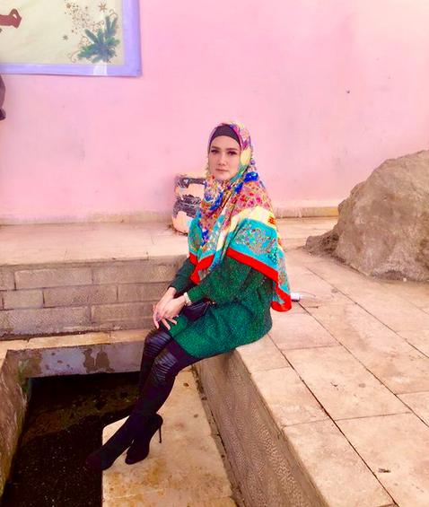 https: img-z.okeinfo.net content 2018 04 10 194 1884476 cantiknya-mulan-jameela-mengenakan-hijab-saat-bertemu-sahabat-nabi-yang-masih-hidup-di-yerusalem-QVwSvlJjZy.png