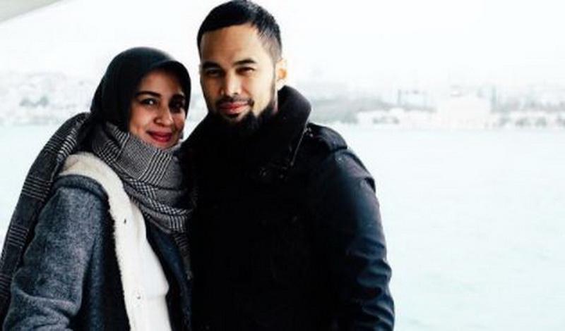 https: img-z.okeinfo.net content 2018 04 10 196 1884710 setelah-hijrah-3-seleb-pria-ini-makin-romantis-dengan-istrinya-WV8YgI0WjN.JPG