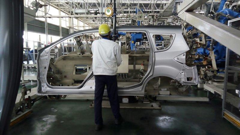 https: img-z.okeinfo.net content 2018 04 12 15 1885949 penjualan-otomotif-stagnan-pabrikan-disarankan-promosi-di-daerah-oV0ltJFycT.jpg