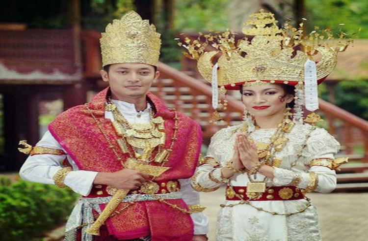https: img-z.okeinfo.net content 2018 04 16 194 1887111 8-ikm-mode-nasional-semarakkan-indonesia-kain-party-2018-di-jepang-7NUemNBOPy.jpg