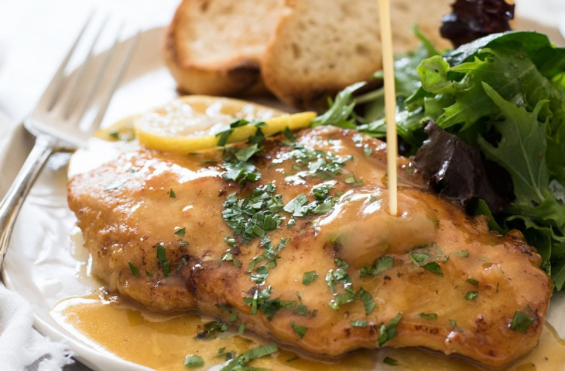 https: img-z.okeinfo.net content 2018 04 16 298 1887221 paduan-ayam-goreng-saus-lemon-dengan-salad-kale-garlic-untuk-makan-malam-nikmat-IJOT12xkWT.jpg