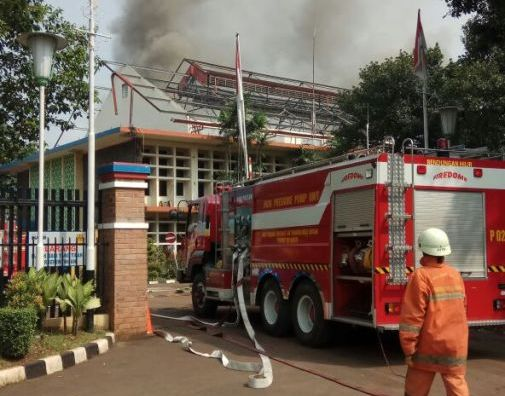 https: img-z.okeinfo.net content 2018 04 16 338 1887116 kebakaran-di-kompleks-pltd-senayan-berhasil-dipadamkan-tak-ada-korban-jiwa-4c49zG5Ozn.jpg