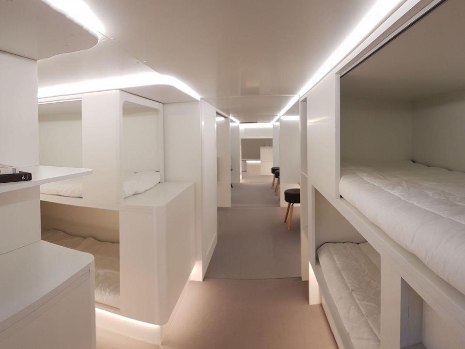 https: img-z.okeinfo.net content 2018 04 16 406 1887083 2-tahun-lagi-ruang-kargo-pesawat-disulap-jadi-hotel-terbang-oSsVGXGgNp.jpg