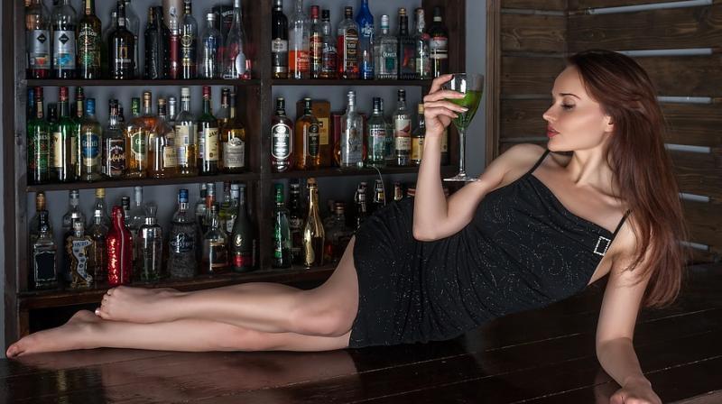https: img-z.okeinfo.net content 2018 04 16 481 1887243 apakah-benar-seks-bisa-lebih-hot-dengan-bantuan-alkohol-rx05zhwnzM.jpeg