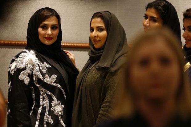 https: img-z.okeinfo.net content 2018 04 17 194 1887916 pertama-kali-dalam-sejarah-arab-saudi-gelar-fashion-show-eIKDvTwIqW.jpg