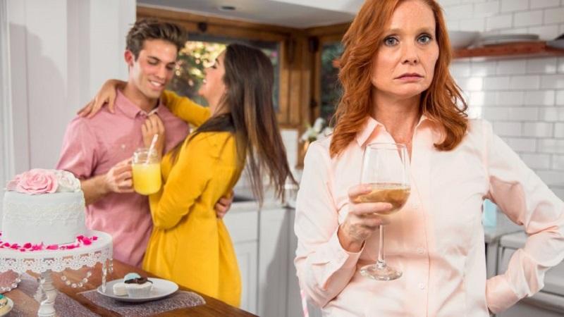 https: img-z.okeinfo.net content 2018 04 17 196 1887718 untuk-para-istri-ini-5-tanda-ibu-mertua-tidak-suka-kepada-anda-blgujvViPh.jpg