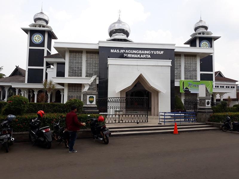 https: img-z.okeinfo.net content 2018 04 17 406 1887819 masjid-agung-baing-yusuf-bukti-penyebaran-islam-di-tanah-purwakarta-7zfAB7vbEj.jpg