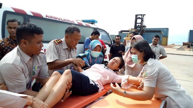https: img-z.okeinfo.net content 2018 04 19 340 1888866 seorang-ibu-hamil-korban-kecelakaan-kapal-di-johor-dilarikan-ke-rumah-sakit-ZyyI6DttgA.jpg