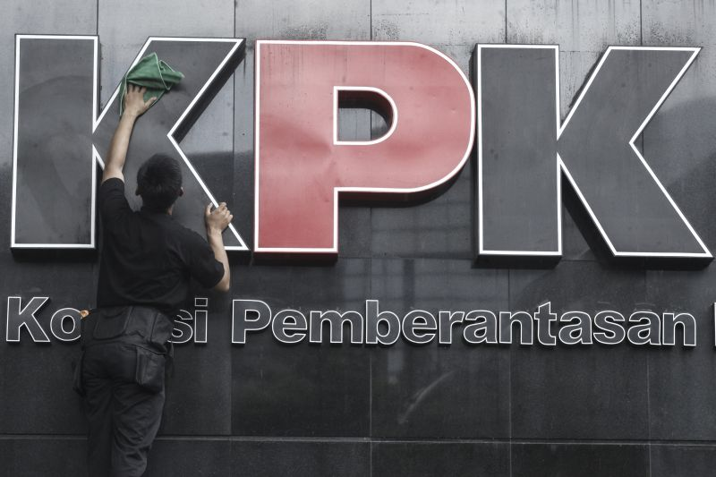 https: img-z.okeinfo.net content 2018 04 20 337 1889227 petinggi-pt-airbus-group-indonesia-diperiksa-kpk-terkait-suap-pesawat-JRTDmPsEx6.jpg