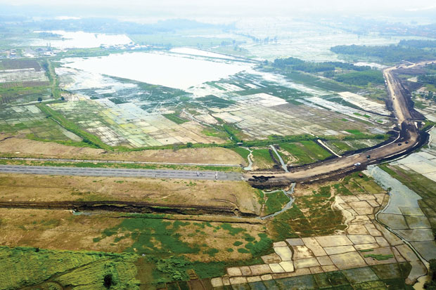 https: img-z.okeinfo.net content 2018 04 21 320 1889699 mei-akses-jalan-menuju-bandara-kertajati-berfungsi-penuh-fUfhuNw3AU.jpg