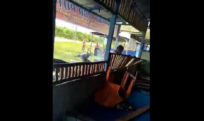 https: img-z.okeinfo.net content 2018 04 23 196 1890218 viral-video-pria-obrak-abrik-warung-mantan-istri-karena-tak-terima-diceraikan-21KeJN4DQe.jpg